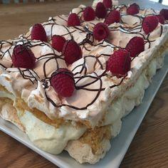 Verdens beste Kvæfjordkake | Verdens Beste Kake Norwegian Food, Creative Cakes, 3 Ingredients, Cake Art, Tiramisu, Cheesecake, Goodies, Food And Drink, Sweets