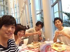"Sota Fukushi, Tsubasa (Bassar) Honda, Shuhei Nomura, Taiga. BTS photo.  [Preview, Ep.2] https://www.youtube.com/watch?v=4KEsgxRCE0c Tsubasa Honda, Shuhei Nomura, Sota Fukushi, Taiga, Sakurako Ohara. J drama series ""Koinaka (Love Relationship (working & literal title)), starts on 07/20/'15"