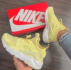 Nike huaraches yellow 💛 Wearing by Nike Huarache Mujer, Zapatillas Nike Huarache, Nike Air Huarache, Nike Huarache Women, Nike Tennisschuhe, Souliers Nike, Sneakers Fashion, Fashion Shoes, Sneaker Store