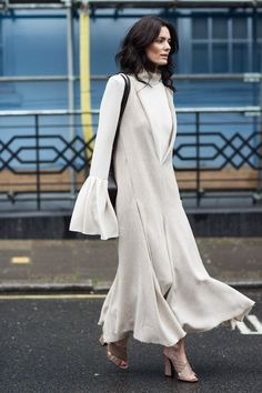 Photos via: A Love Is Blind Hedvig Opshaug made heads turn at Fashion Week in a unique ensemble that caught the eye of many street style photographers. The fluted sleeve has the power to simultaneousl