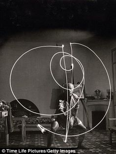 Pablo Picasso 'painting' with light, France, 1949. Photo: Gjon Mili