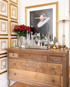 Interior Decorating Plans for your Home Bar Bar Cart Styling, Bar Cart Decor, My Living Room, Home And Living, Living Spaces, Dresser Bar, Bandeja Bar, Traditional Dressers, Beautiful Houses Interior