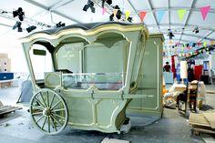 Going Mobile Cafe Interior Vintage, Cafe Interior Design, Cafe Design, Food Cart Design, Food Truck Design, Kiosk Design, Store Design, Paris Store, Candy Cart
