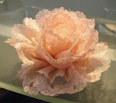 FREEBIES FOR CRAFTERS: Tutorial: how to make vintage lace flowers.