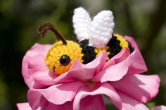 Bazzil the Buzzing Bumblebee ~ free pattern