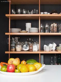 03-decoracao-cozinha-estante-canos-cobre-estilo-industrial