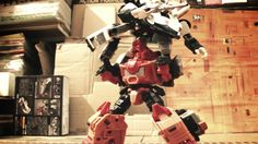 Dieser Stop-Motion Transformers Fan-Film ist absolut fantastisch und besser als jeder der Michael Bay Filme! Harris Loureiro nutzte für seinen Film Old School Transformers Spielzeug und die Musik und Soundeffekte aus der Original-Serie. Alles in allem ist ihm ein toller Film gelungen, derpraktisch perfekte Transformers Fan-Film