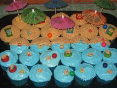 Cupcake cake for a beach/luau birthday party Hawaiian Birthday, Luau Birthday, Happy 2nd Birthday, 3rd Birthday Parties, Birthday Ideas, Luau Party, Party Snacks, Cute Cupcakes, Party Time