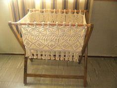 Magazine or yarn holder? Macrame Knots, Macrame Jewelry, Diy Crafts On A Budget, Hanging Crib, Diy Y Manualidades, Macrame Curtain, Baby Bassinet, Macrame Design, Macrame Projects