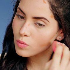 Até as supermodelos tem alguns truques de make para turbinar a beleza! Beauty Make-up, Make Beauty, Best Beauty Tips, Beauty Hacks, Make Up Looks, Face Shape Hairstyles, Easy Hairstyles, No Eyeliner Makeup, Skin Makeup
