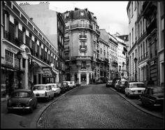 quartier montmartre, Paris, 1972 (Stephen Watson) Montmartre Paris, Louvre, Tour Eiffel, Location History, Paris France, Street View, Black And White, Paris Style, Twitter
