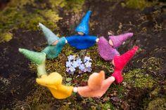 Rainbow Gnome Ring Waldorf Preschool, Waldorf Crafts, Steiner Waldorf, Waldorf Dolls, Rudolf Steiner, Noel Christmas, Nature Crafts, Summer Crafts, Diy Doll