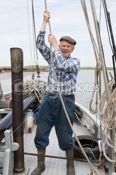 Download - Elderly fisherman pulling rope — Stock Image #34010853