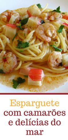 Esparguete com camarões e delícias do mar | Food From Portugal. Uma receita deliciosa feita à base de espaguete, camarões e delícias do mar, envolvidos num refogado de tomate, azeite, cebola e alhos, polvilhado com salsa picada. #esparguete #receita #camarão