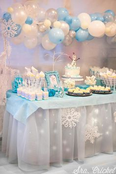 2nd Birthday Party For Girl, Frozen Themed Birthday Party, Disney Frozen Birthday, Geek Birthday, 4th Birthday, Frozen Party Decorations, Birthday Party Decorations, Craft Party, Party Favors