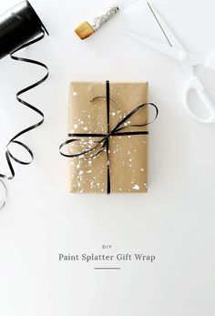Gifts Wrapping Ideas : i love simple gift wrap, and i love a simple kraft paper gift wrap — but i wanted to give you four simple DIY ideas to spruce up your plain wrapping paper. Present Wrapping, Creative Gift Wrapping, Creative Gifts, Simple Gift Wrapping Ideas, Christmas Gift Wrapping, Christmas Diy, Simple Christmas, Gift Wraping, Simple Gifts