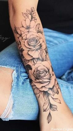 50 Perfect Tattoo Sleeves That Are Super Gorgeous Sleeve tattoos may be made up of many small tattoos instead of one large one, but still carrying the same message. Sleeve tattoos for women are tiny or widely spread pictures that cover either the whole or Best Sleeve Tattoos, Body Art Tattoos, Girl Tattoos, Female Tattoos, Female Tattoo Sleeve, Forarm Tattoos, Tattoo Ink, Woman Arm Tattoos, Girl Sleeve Tattoos
