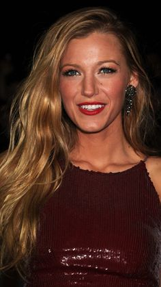 Blake-Lively-Cocktail-Hairstyles-2011