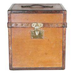 1920's Louis Vuitton vintage hat box