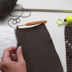 Lutter Idyl: Crochet potholders with bubble stitches and neon-details - free pattern (danish)