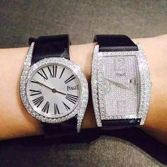 Piaget Limelight Gala in white gold set with 62 diamonds. Piaget 690P quartz movement. Piaget Limelight tonneau-shaped watch in white gold set with 419 diamonds. Piaget 690P quartz movement.