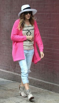 Sarah Jessica Parker Ripped Jeans - Sarah wore a pair of light-wash ripped jeans for her look while out with her family.