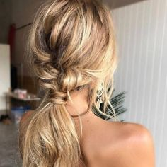 The 'undone' ponytail is the perfect hair do for your wedding day!via @ruedeseinebridal💗LR xx