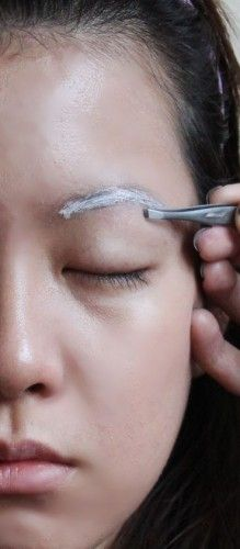 Eyebrow shaping how-to. Arching your eyebrows.