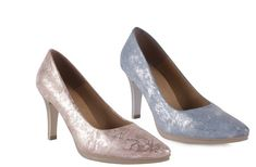 Pumps, Fashion, Lounges, Slip On, Fur, Hipster Stuff, Moda, Fashion Styles, Court Shoes