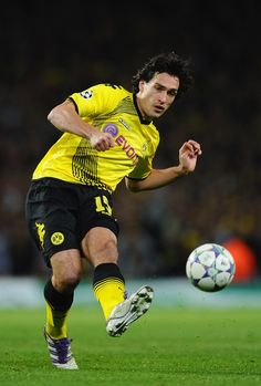 Mats Hummels of Dortmund passes the ball during the UEFA Champions League Group F match between Arsenal FC and Borussia Dortmund  at Emirates Stadium on November 23, 2011 in London, England. - 7 of 60