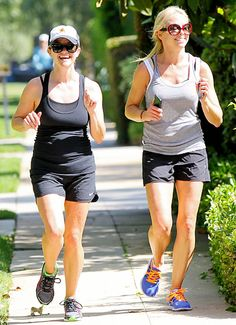 They like to jog! #ReeseWitherspoon #JustLikeUs