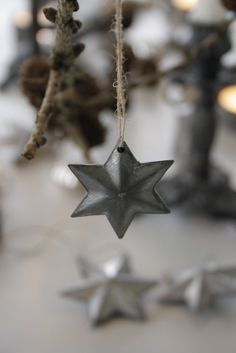 julestjerner i metal Noel Christmas, Primitive Christmas, Country Christmas, Winter Christmas, Vintage Christmas, Christmas Crafts, Christmas Decorations, Christmas Ornaments, Star Decorations