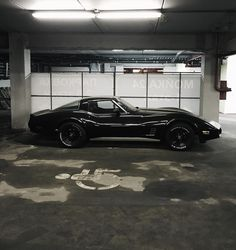 The Corvette Stingray is one of the most popular sports cars of all time. Classic Corvette, Chevrolet Corvette Stingray, Chevrolet Camaro, Black Corvette, Mustang Cars, Ford Mustang, Pontiac Gto, American Muscle Cars, Sexy Cars