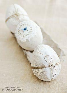 Uova di Pasqua polistirolo rivestite con lino antico