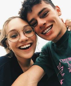 Flirting moves that work eye gaze quotes funny day pictures Maddie Ziegler, Cute Relationship Goals, Cute Relationships, Boyfriend Goals, Future Boyfriend, Cute Couples Goals, Couple Goals, Taylor Swift Youtube, Jack Kelly