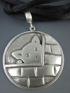 Xuxu na Janela - Pingente de Prata 925 Reciclada com cordão de cetim - 37mmX26mm(AxL)