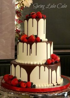 This is actually very similar to my wedding cake! #weddingcakes