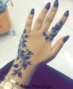 """Too bad it's in black """"henna"""". Though I will try to make it in natural henna… … – Hand Tattoos Henna Tattoo Hand, Girly Hand Tattoos, Hand And Finger Tattoos, Hand Tattoos For Women, Cute Tattoos, Beautiful Tattoos, Small Girl Tattoos, Body Art Tattoos, Henna Tattoos"""