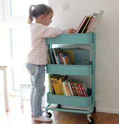 Bücherregal im Kinderzimmer www.lifestylemommy.me