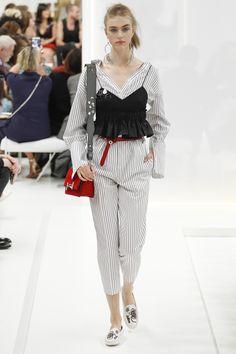 cach-mac-ao-hai-day-duoc-cac-fashionista-yeu-chuong-Tod's
