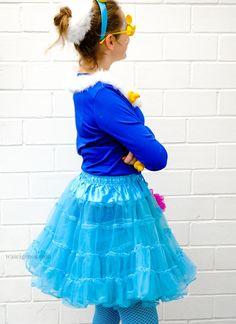 DIY Karneval Kostüm selber machen: Schaumbad   blauer Tüllrock, blaues Shirt, Quietscheentchen, Duschschwamm   Kostüm selber nähen und basteln   Karneval, Fasching, Halloween   #costume #schaumbad #schaumbadkostüm   #karnevalkostüm   waseigenes.com Halloween Kostüm, Halloween Costumes, Schaum, Carnival, Tulle, Skirts, Blog, Home Decor, Diy Sponges