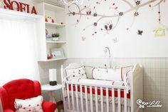 Quarto Coruja - Com o vermelho como protagonista dessa decoração, o resultado  é um ambiente marcante, moderno e feminino. A poltrona vermelha é dá um show a parte nessa decoração. =)