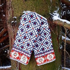 Treat your man with these rich patterned mittens ❤ Proper size, fine quality, hand- knitted by Latvian grandmothers. 100% wool. Get them for 31.50€ on www.tines.lv WORLDWIDE SHIPPING