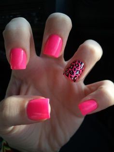 one leopard & pink nails <3