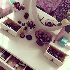 Organization Skills, Closet Organization, Organizing, Makeup Desk, Iphone App Layout, Make Up Storage, Natural Beauty Tips, Aesthetic Bedroom, Beauty Room