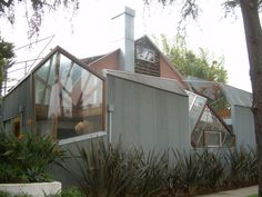 Ghery House in Santa Monica - example of Deconstructivism.