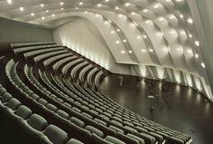 Santiago Calatrava - Tenerife- it looks like the acoustics would hug the audience. Concert Hall Architecture, Cinema Architecture, Santiago Calatrava, Theatre Design, Hall Design, Auditorium Design, Milwaukee Art Museum, Modern Buildings, Spain