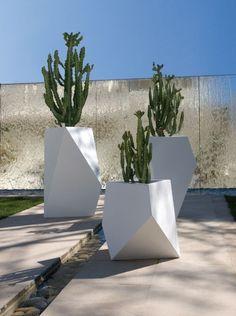 pots extérieurs minimalistes Kobol par Bysteel
