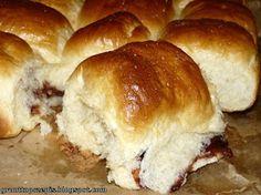 GRUNT TO PRZEPIS!: Maślane bułeczki przytulone z powidłami śliwkowymi Hamburger, Bread, Food, Brot, Essen, Baking, Burgers, Meals, Breads