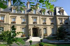 Saint James Paris Paris Located a 20-minute walk from the Champs Elysées, the Saint-James Paris is situated an elegant 19th-century building set in its own private garden. Spa facilities in partnership with Guerlain are available on site.
